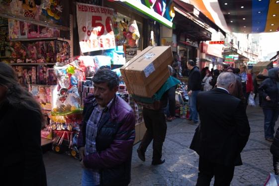 Merchandise porter, Istanbul street