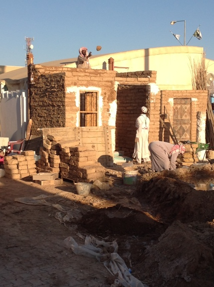 Janadriyah: Mud brick home demonstration
